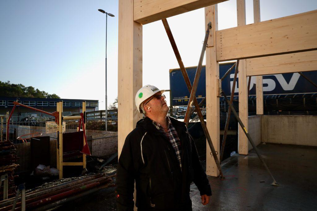Daglig leder i Lista Bygg, Jan Richard Johannessen, er fornøyd med fremdriften på skoleprosjektet.